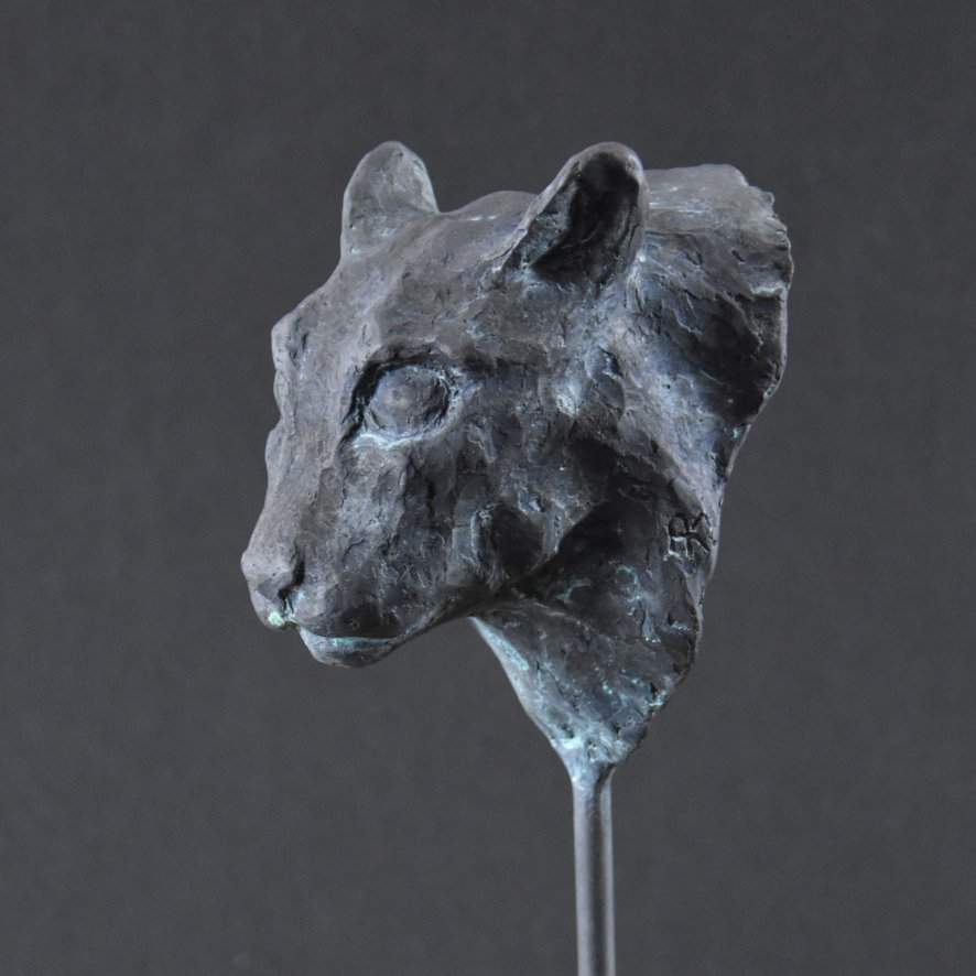 Alexandra Kapogianni-Beth | Black Cat | Bronze auf Holz | 35 x 15 x 13 cm | 2019