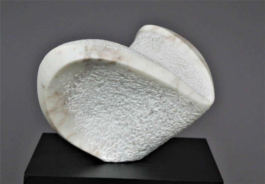 Irene Peil | I believe I can fly | Marmor | 31 x 36 x 29 cm | 2004