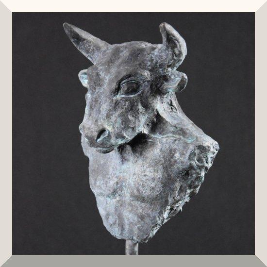 Alexandra Kapogianni-Beth | Minotaur | Bronze auf Holz | 36 x 15 x 11 cm | 2019