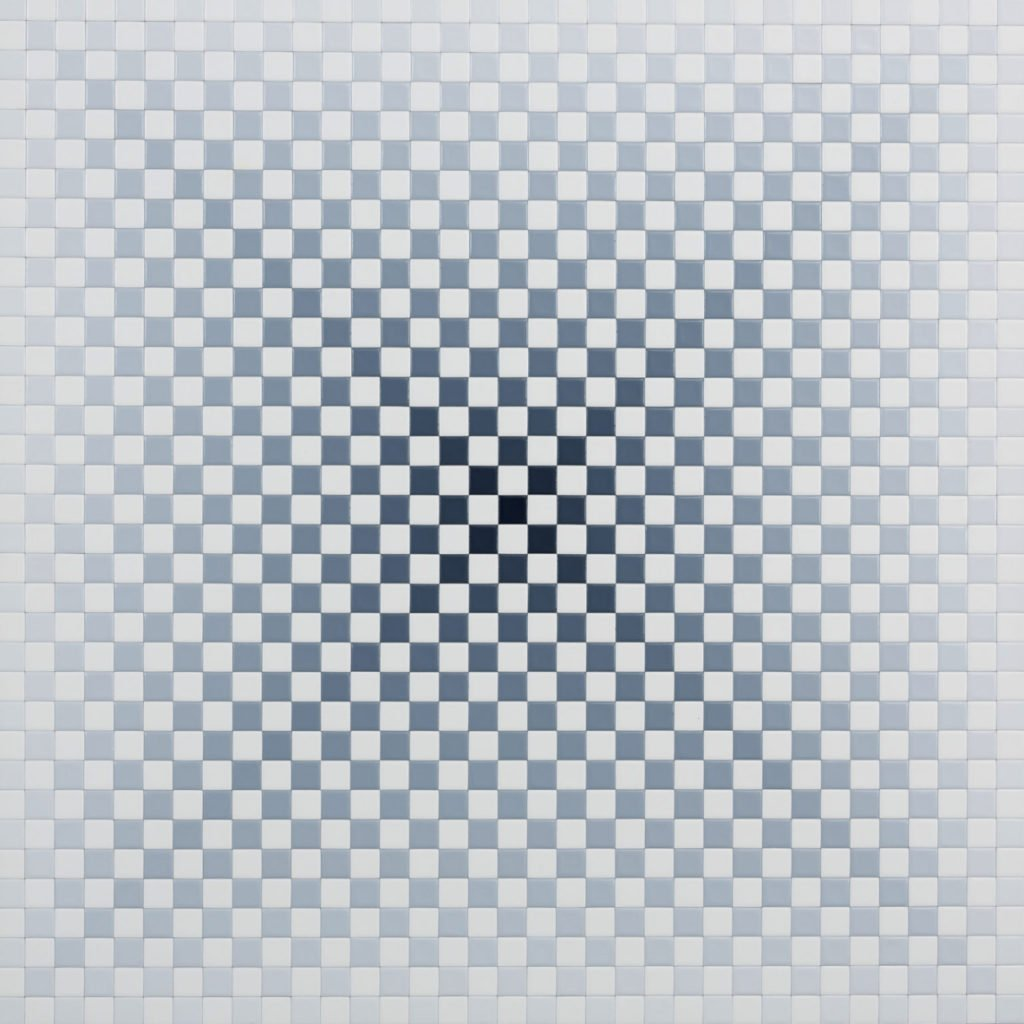 Achim Großmann   Schein Weiß   Acryllack auf 1225 Birkenkuben   Nr. 2   70 x 70 x 6 cm   2019